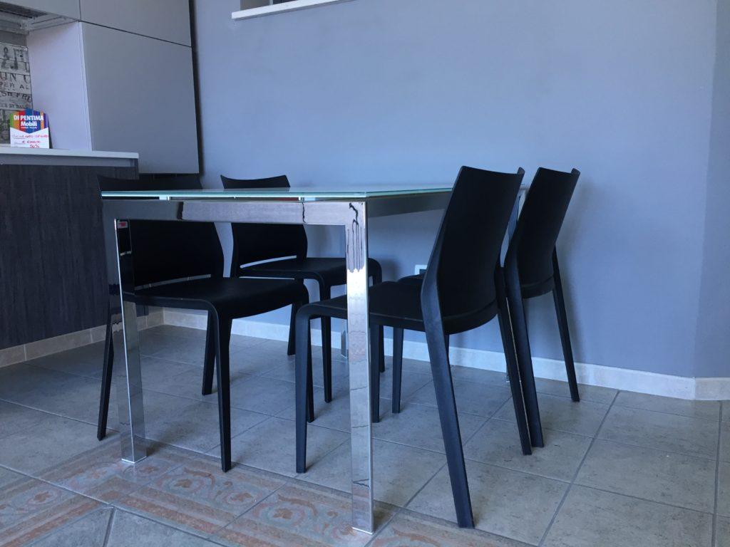 Tavolo e sedie stile moderno di pentima mobili for Sedie stile moderno